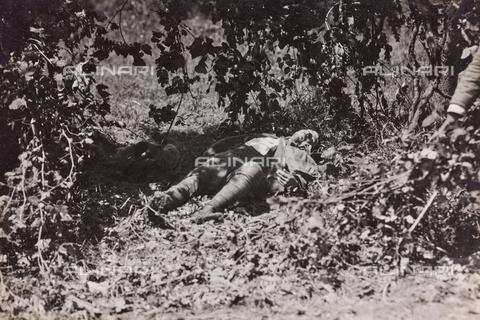 BMD-F-001026-0000 - Prima Guerra Mondiale: cadavere di un civile - Data dello scatto: 1915-1918 - Raccolte Museali Fratelli Alinari (RMFA)-donazione Miniati, Firenze
