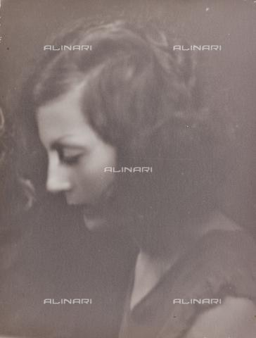 BMD-F-001619-0000 - Ritratto femminile - Data dello scatto: 1930-1940 - Raccolte Museali Fratelli Alinari (RMFA)-donazione Miniati, Firenze