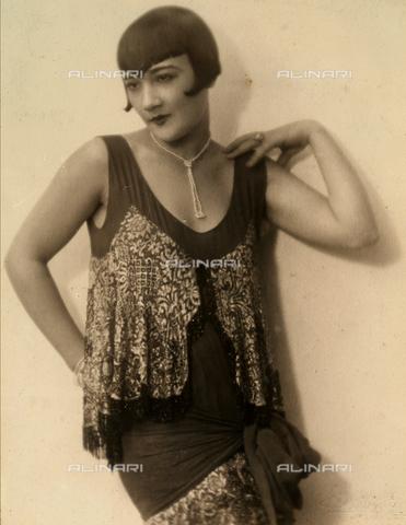 BMD-F-001633-0000 - Ritratto dell'attrice Elsa Merlini, con dedica - Data dello scatto: 23/12/1926 - Archivi Alinari, Firenze