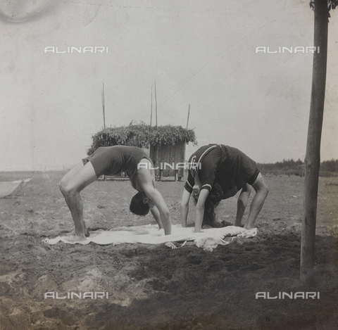 "BPD-A-000250-0089 - Album ""Campagna di guerra 1915-1916-1917-1918, tenente Jack Bosio"": gymnastic exercise on the beach in Forte dei Marmi, Versilia"