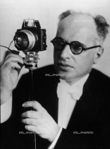 BPK-S-AA2003-0412 - The photographer Erich Salomon (1886-1944). Photograph preserved in the Berlinische Galerie in Berlin - Data dello scatto: 1930 - Leonore Helene (Lore) Feininger / BPK/Alinari Archives