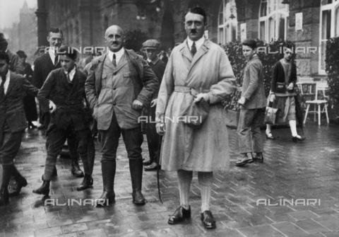 BPK-S-AA3000-3638 - Adolf Hitler e Julius Streicher a Monaco - Data dello scatto: 1925 - BPK/Archivi Alinari