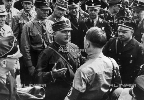 BPK-S-AA3000-3646 - Adolf Hitler with Ernst Röhm and Fritz Sauckel - Data dello scatto: 1931 - Heinrich Hoffmann / BPK/Alinari Archives