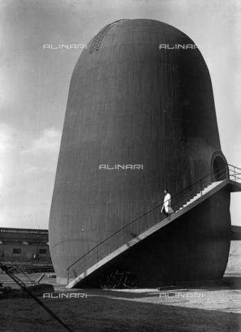 BPK-S-AA5019-5080 - The vertical wind tunnel (Trudel-Windkanal) created by the German Research Institute for Aviation in Berlin - Data dello scatto: 1938 - BPK/Alinari Archives