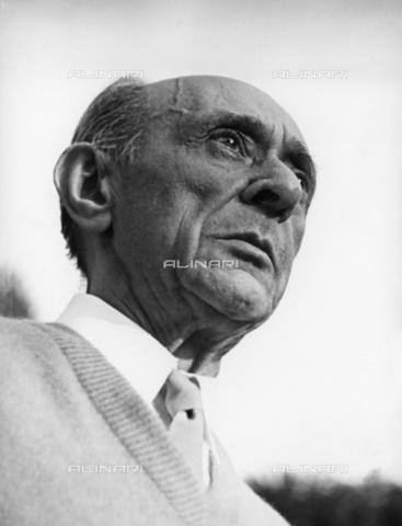 BPK-S-AA7000-2144 - The Austrian composer Arnold Schönberg (1874 - 1951) portrayed in Hollywood - Data dello scatto: 1944 - Gerda Goedhart / BPK/Alinari Archives
