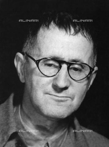 BPK-S-AA7000-2479 - Ritratto di Bertolt Brecht (1898-1956) - Data dello scatto: 1951 - BPK/Archivi Alinari, Willi Saeger