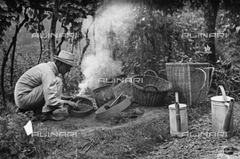 BPK-S-AA7000-2611 - Lo scrittore Hermann Hesse (1877-1962) ritratto nella Montagnola, Lugano - Data dello scatto: 07/1935 - BPK/Archivi Alinari, Martin Hesse