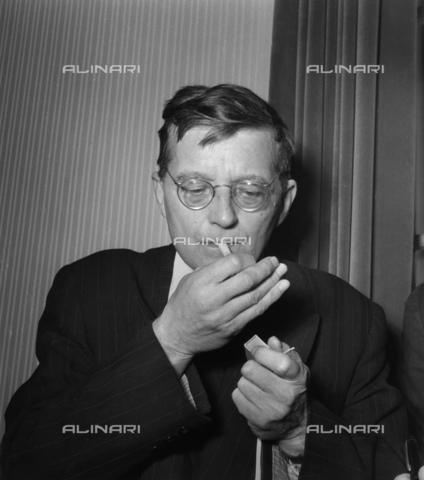 BPK-S-AA7000-3662 - Il compositore russo Dmitri Dmitrijewitsch Schostakowitsch (1906-1975) - Data dello scatto: 1955 - BPK/Archivi Alinari, Felicitas Timpe