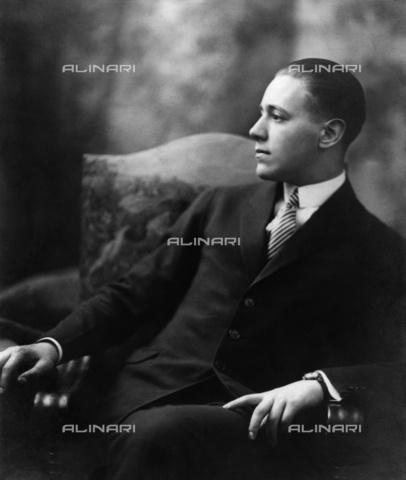 BPK-S-AA7000-4047 - Il drammaturgo austriaco à–dà¶n von Horvà¡th (1901-1938) - Data dello scatto: 1927 - BPK/Archivi Alinari