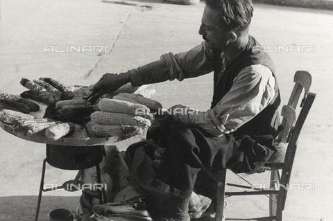 """BVA-A-004052-0028 - Album """"Corfu, Athens and the Bay of Kotor"""": Seller of cobs in Athens"""