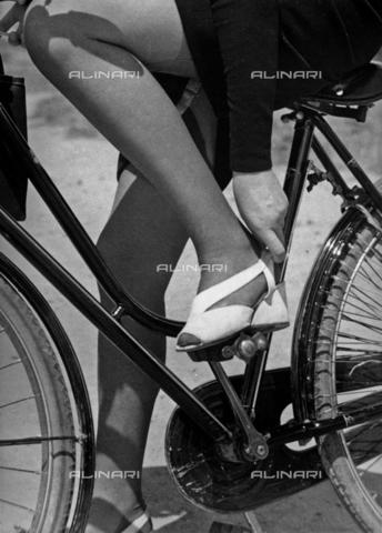 BVA-F-000223-0000 - In bicicletta - Data dello scatto: 1941 ca. - Archivi Alinari, Firenze