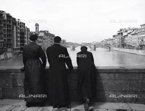 BVA-F-000229-0000 - Priests on a bridge in Florence