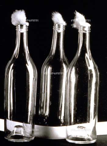 BVA-F-000263-0000 - Three bottles - Date of photography: 1955 -1960 ca. - Alinari Archives-Balocchi archive, Florence