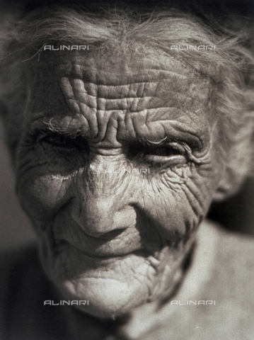 BVA-F-000314-0000 - Close-up of an elderly lady - Date of photography: 1931-1932 - Alinari Archives-Balocchi archive, Florence