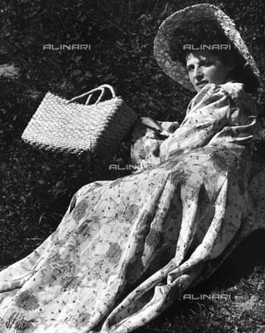 BVA-F-000413-0000 - Ritratto femminile - Data dello scatto: 1955-1959 ca. - Archivi Alinari, Firenze