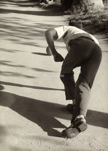 BVA-F-000450-0000 - A bowls player photographed from behind while rolling a ball