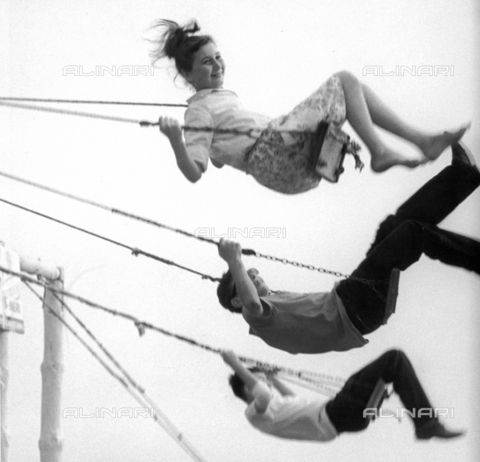 BVA-F-001176-0000 - Kids on swing