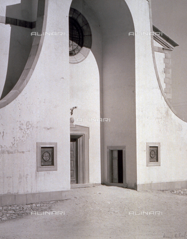 BVA-F-001195-0000 - The entrance to a church - Date of photography: 1950 - Alinari Archives-Balocchi archive, Florence