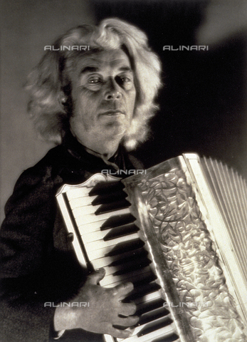 BVA-F-001226-0000 - Half-length portrait of a musician playing the accordion - Date of photography: 1938 ca. - Alinari Archives-Balocchi archive, Florence