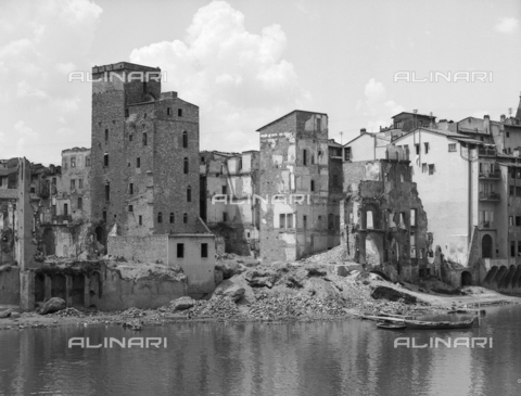 BVA-F-001287-0000 - Ruins of some houses on the Lungarno Acciaiuoli Florence collapsed following the explosion of mines during the Second World War