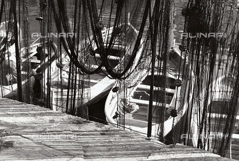 BVA-F-001341-0000 - Boats and fishing nets