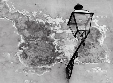 BVA-F-001355-0000 - Street Lamp