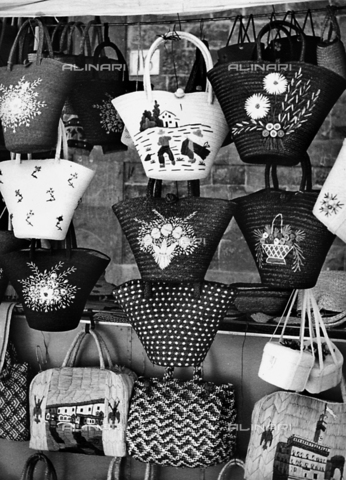 BVA-F-001628-0000 - Straw bags in Florence