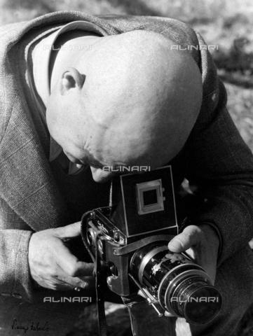 BVA-F-002144-0000 - Fotografo al lavoro - Data dello scatto: 1960 ca. - Archivi Alinari, Firenze
