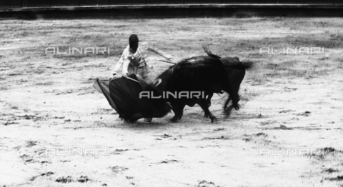 BVA-F-002170-0000 - Snapshot of a bullfight with a toreador facing a bull.