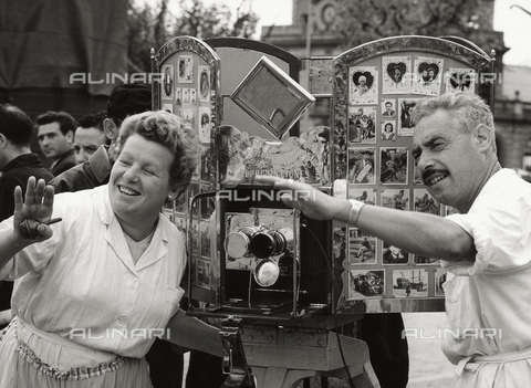 BVA-F-002460-0000 - Fotografi al lavoro, Barcellona - Data dello scatto: 1960 ca. - Archivi Alinari, Firenze