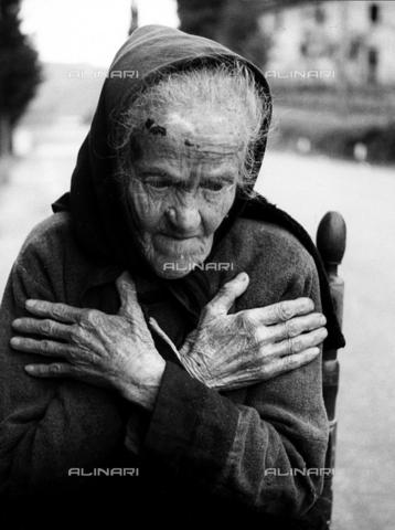 BVA-F-002711-0000 - Ritratto di anziana donna - Data dello scatto: 1960 ca. - Archivi Alinari, Firenze