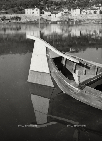 BVA-F-002751-0000 - Boat on the Arno in the outskirts of Florence