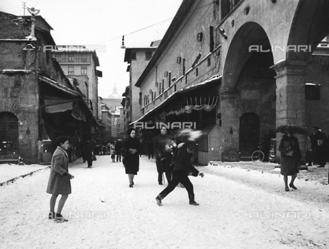 BVA-F-002963-0000 - Ponte Vecchio with snow