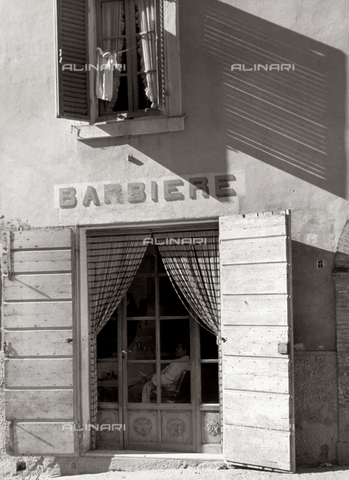 BVA-F-003645-0000 - The entrance to a barber shop - Date of photography: 1952 ca. - Alinari Archives-Balocchi archive, Florence