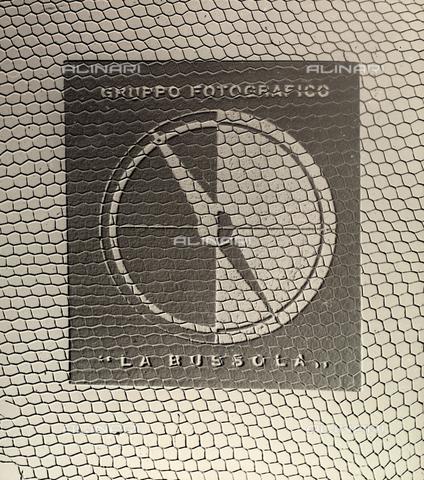 """BVA-F-003655-0000 - Emblema del Gruppo Fotografico """"La Bussola"""" - Data dello scatto: 1950 ca. - Archivi Alinari, Firenze"""