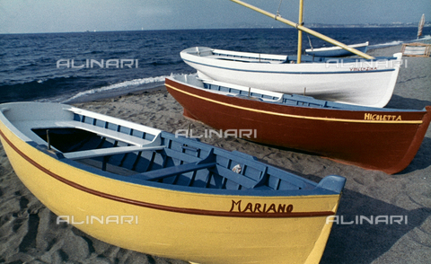 BVA-F-004016-0000 - Barche sulla spiaggia di Ischia - Data dello scatto: 1966 - Archivi Alinari, Firenze