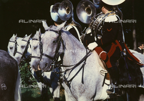 BVA-F-005911-0000 - Carabinieri by horse