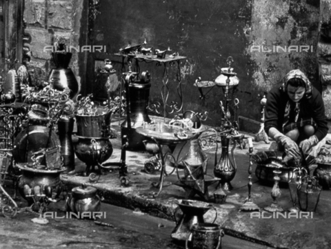 BVA-F-006043-0000 - Store-keeper busy cleaning wares saved from the waters after the flood of november 4, 1966 in Florence - Date of photography: 11/1966 - Alinari Archives-Balocchi archive, Florence