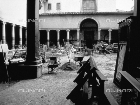 BVA-F-006047-0000 - The cloister of the church of Santa Maria Maddalena de 'Pazzi after the flood of november 4, 1966 in Florence. The signs of the water and mud are visible on the walls and columns. Destroyed benches and chairs are piled up in the center of the cloister - Date of photography: 11/1966 - Alinari Archives-Balocchi archive, Florence