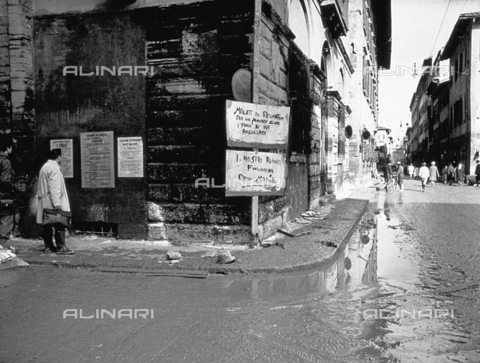 BVA-F-006049-0000 - Via Verdi in Florence after the flood of november 4, 1966 - Date of photography: 11/1966 - Alinari Archives-Balocchi archive, Florence