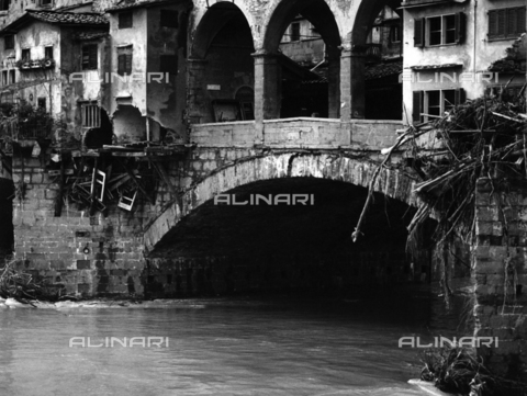 BVA-F-006059-0000 - The Ponte Vecchio half destroyed after the flood in Florence