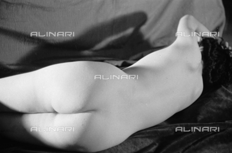BVA-S-050012-1107 - Model naked relaxed - Data dello scatto: 1937 - Archivi Alinari, Firenze
