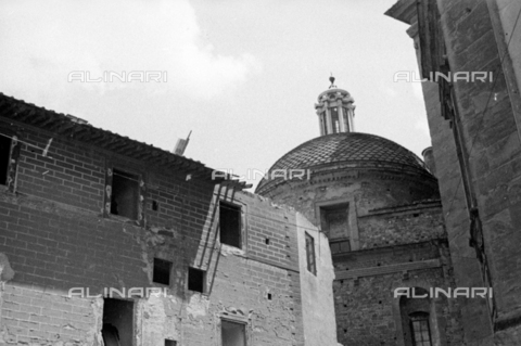 BVA-S-050014-0306 - Buildings near the Basilica of San Lorenzo in Florence before their demolition - Date of photography: 1938 - Fratelli Alinari Museum Collections-Balocchi Archive, Florence