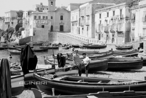 BVA-S-S10008-0005 - The port of Lipari in the Aeolian islands - Date of photography: 06/1961 - Fratelli Alinari Museum Collections-Balocchi Archive, Florence