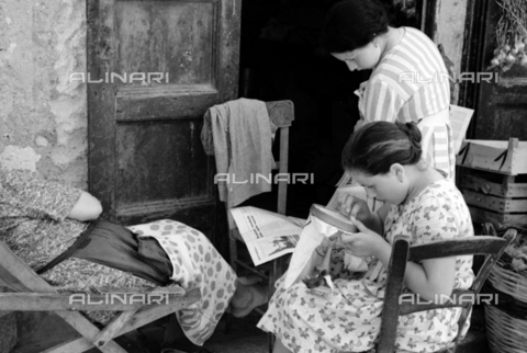 BVA-S-S10008-0023 - Daily life in Lipari: young embroiderer - Date of photography: 06/1961 - Fratelli Alinari Museum Collections-Balocchi Archive, Florence