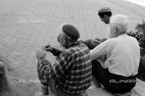 BVA-S-S10008-0027 - Group of Sicilian fishermen - Date of photography: 06/1961 - Fratelli Alinari Museum Collections-Balocchi Archive, Florence