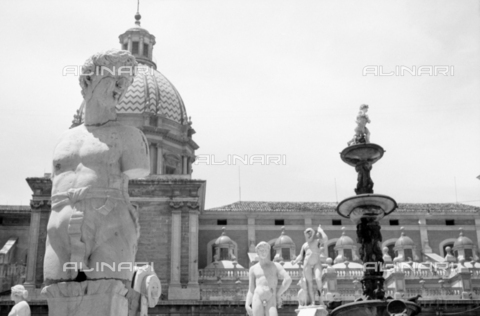 BVA-S-S10008-0028 - The Pretoria fountain and the church of Santa Caterina d'Alessandria in Palermo - Date of photography: 06/1961 - Fratelli Alinari Museum Collections-Balocchi Archive, Florence