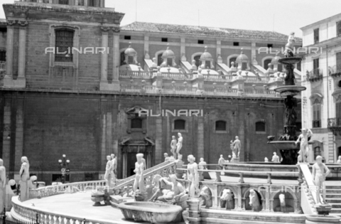 BVA-S-S10008-0029 - The Pretoria fountain and the church of Santa Caterina d'Alessandria in Palermo - Date of photography: 06/1961 - Fratelli Alinari Museum Collections-Balocchi Archive, Florence
