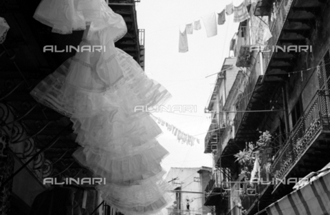 BVA-S-S10008-0032 - Clothes hanging in a Sicilian street - Date of photography: 06/1961 - Fratelli Alinari Museum Collections-Balocchi Archive, Florence