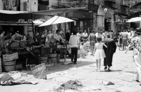 BVA-S-S10008-0033 - Market on a street in Palermo - Date of photography: 06/1961 - Fratelli Alinari Museum Collections-Balocchi Archive, Florence